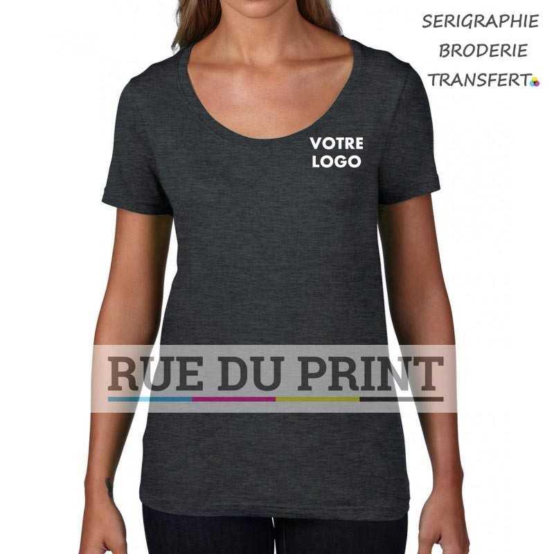 Femme publicité gris foncé face Featherweight Scoop Tee-shirt 100% coton ringpsun prérétréci, 110 g/m² col cousu bande de prop