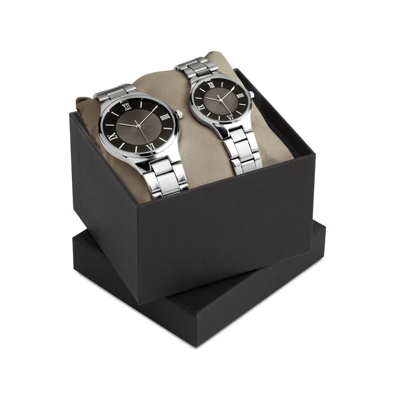 TWO FOR TIME Set personnalisé montres homme et femme dans un boitier en alliage de zinc et bracelet en acier inoxydable